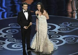 Daniel Radcliffe and Kristen Stewart, Harry Potter meets Bella from Twilight at 2013 Oscars