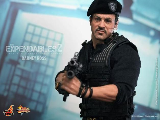 Hot Toys The Expendables 2 Barney Ross figure aiming2
