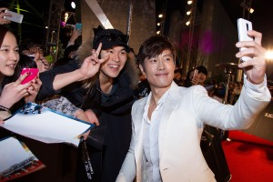 "Han Myung-Gu/Getty ImagesLee Byung-Hun greets fans at the Seoul, South Korea premiere of ""G.I. Joe Retaliation."""