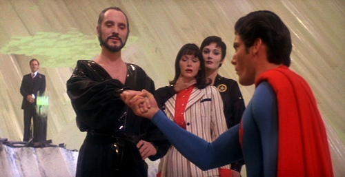 Superman II Superman finally kneels before General Zod
