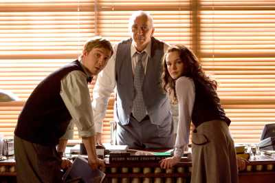 "Warner Bros. Pictures [From left] Jimmy Olsen (Sam Huntington), Perry White (Frank Langella) and Lois Lane (Kate Bosworth) discuss the sudden reappearance of the Man of Steel in Warner Bros. Pictures' and Legendary Pictures' action adventure ""Superman Returns."""