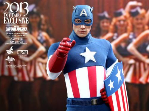 Hot Toys Captain America Star Spangled Man pointing