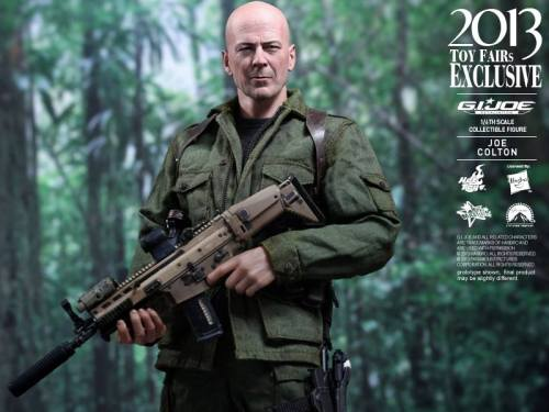 Hot Toys GI Joe Retaliation Joe Colton with gun