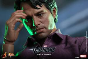 Hot Toys Bruce Banner thoughtful