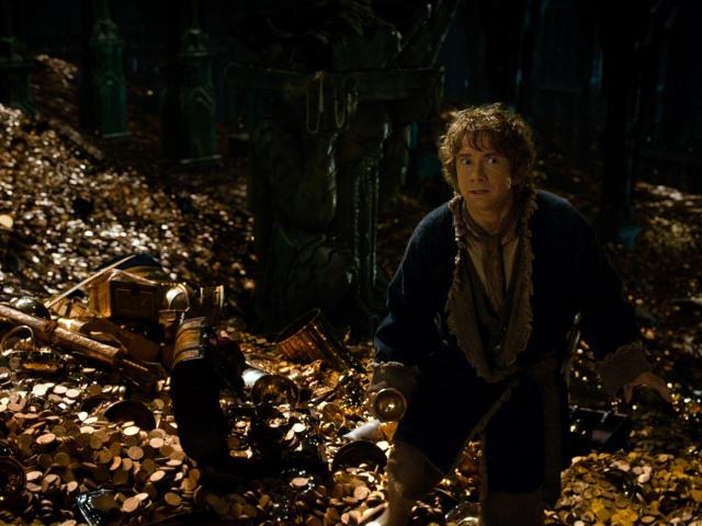 the-hobbit-desolation-of-smaug-bilbo-in-smaugs-lair.jpg (2700×1519)