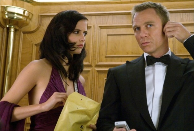 'Casino Royale' review: Daniel Craig dazzles in Bond debut