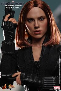 Hot Toys Captain America The Winter Soldier - Black Widow close up