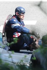 Captain-America-Avengers-Age-of-Ultron-Costume3