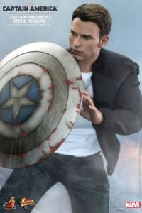 Hot Toys Captain America The Winter Soldier - Steve Rogers close up with shield
