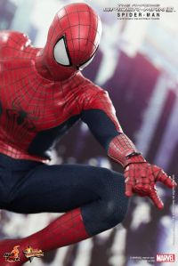 Hot Toys The Amazing Spider-Man 2 - closeup of web shooter