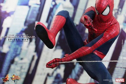 Hot Toys The Amazing Spider-Man 2 - tight Spider-Man swinging shot