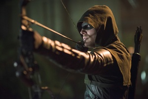 Arrow - Draw Back Your Bow - Stephen Amell as Arrow aiming