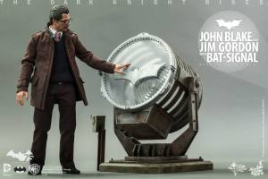 Hot Toys The Dark Knight Rises - Blake and Gordon - Gordon and Bat signal