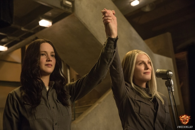 The Hunger Games - Mockingjay Part 1 - Jennifer Lawrence as Katniss and Julianne Moore as President Coin