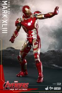 Hot Toys Iron Man Mark XLIII figure - aim tall