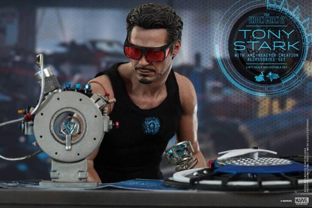 Hot Toys Tony Stark Iron Man 2 figure - working on reactor
