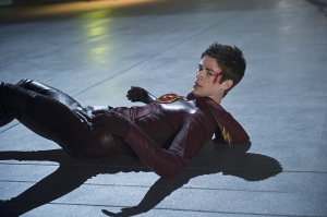 The Flash Ep. 9 - The Man in the Yellow Suit - beaten down Flash