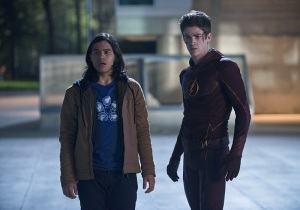 The Flash Ep. 9 - The Man in the Yellow Suit - Cisco and Barry