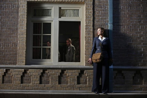 Agent Carter - A Sin to Err - Peggy evades Thompson