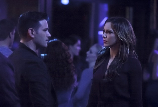 Arrow - The Return - Tommy and Laurel
