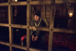 Arrow - Uprising - Oliver ready to leave