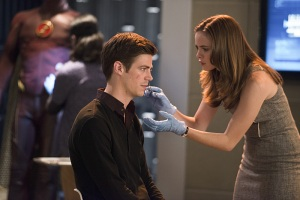 Barry_Allen_Grant_Gustin_and_Caitlin_Snow_Danielle_Panabaker