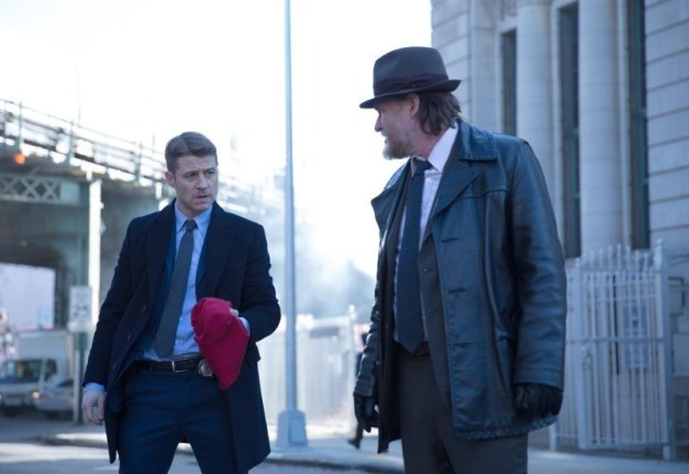 Gotham - The Red Hood - Gordon with red hood and Bullock