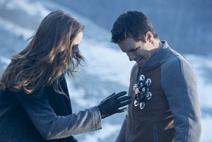 The Flash - The Nuclear Man - Caitlin and Ronnie with device