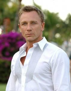 Daniel Craig white shirt