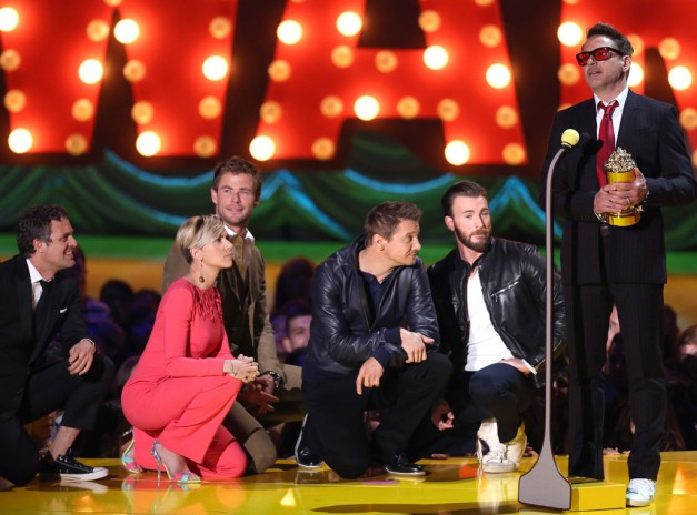 2015 MTV Movie Awards - Avenges cast takes a knee for Robert Downey Jr.