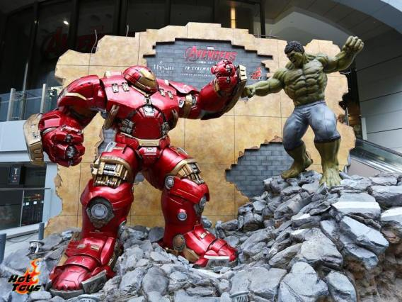 Hot Toys Asia tour - Hulkbuster vs Iron Man