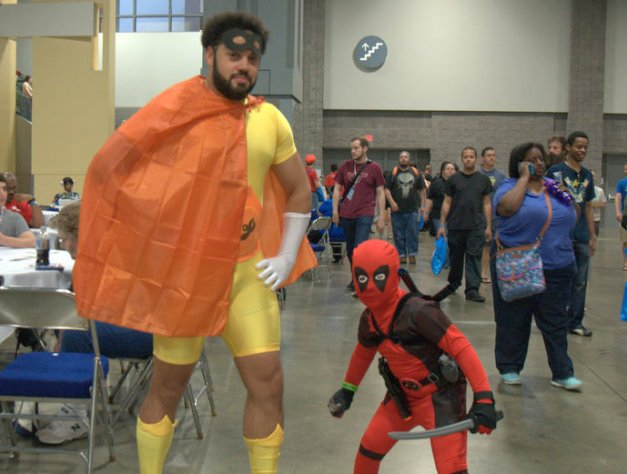 Awesome Con 2015 cosplay Saturday - Black Hornet and Lil Deadpool