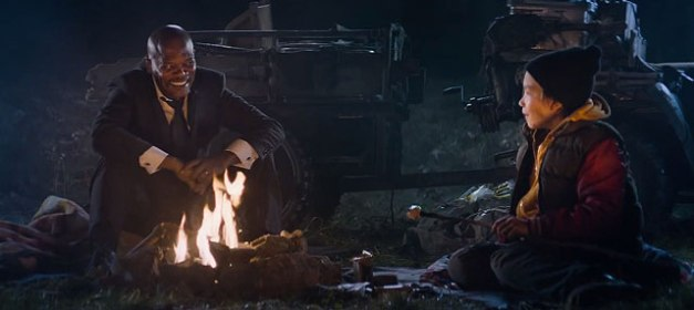 Big Game movie 2015 - Samuel L Jackson and Onnni Tommila campfire