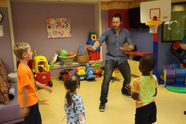 Chris Pratt at Our Lady of the Lake Children's Hospital - doing raptor pose