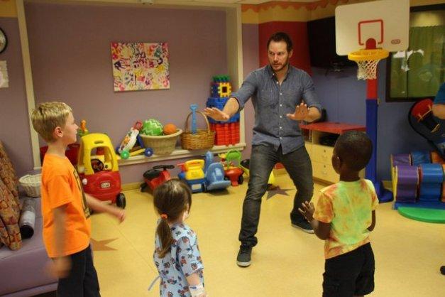 Chris Pratt at Our Lady of the Lake Children's Hospital - doing raptor pose