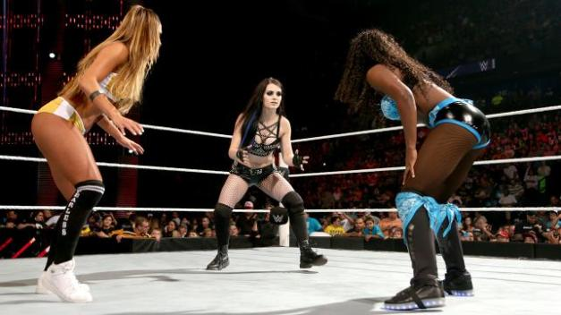 WWE Elimination Chamber 2015 - Nikki Bella vs Paige vs Naomi