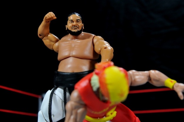 Yokozuna figure review Hall of Fame - going after Hogan
