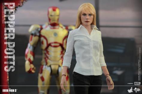 Hot Toys Iron Man 3 Pepper Potts -with Iron Man