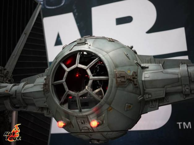 Hot Toys SDCC'15 - Tie Fighter close up