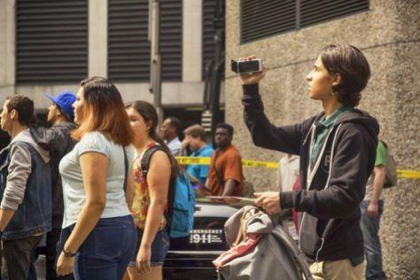Fear the Walking Dead episode 2 - Chris films riot
