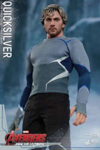 Hot Toys Quicksilver figure -looking up