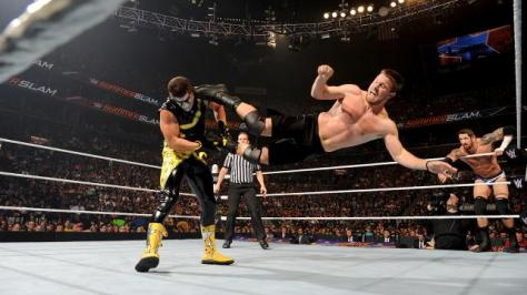 WWE Summerslam 2015 -Stephen Amell kicks Stardust
