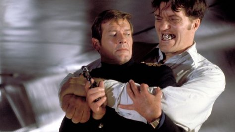 007 The-Spy-Who-Loved-Me-Bond vs Jaws