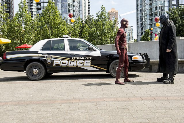The Flash - The Man Who Saved Central City -Flash and Atom Smasher