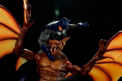 batman-icons-action-figure-last-rites-dcc-fighting Man Bat
