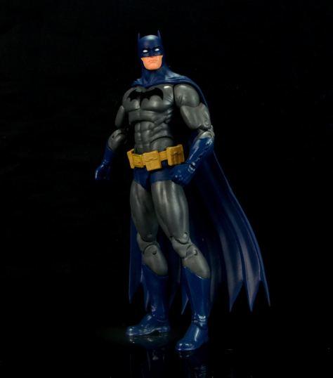 batman-icons-action-figure-last-rites-dcc-looking up