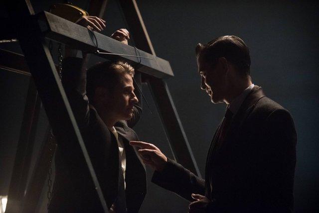 "GOTHAM: L-R: Ben McKenzie and James Frain the ""Rise of the Villains: The Son of GothamÓ episode of GOTHAM airing Monday, Nov. 23 (8:00-9:00 PM ET/PT) on FOX. ©2015 Fox Broadcasting Co. Cr: Jeff Neumann/ FOX"