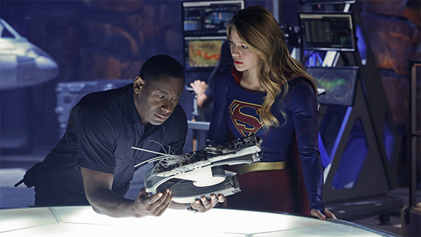 Supergirl - How does she do it recap - Henshaw and Supergirl