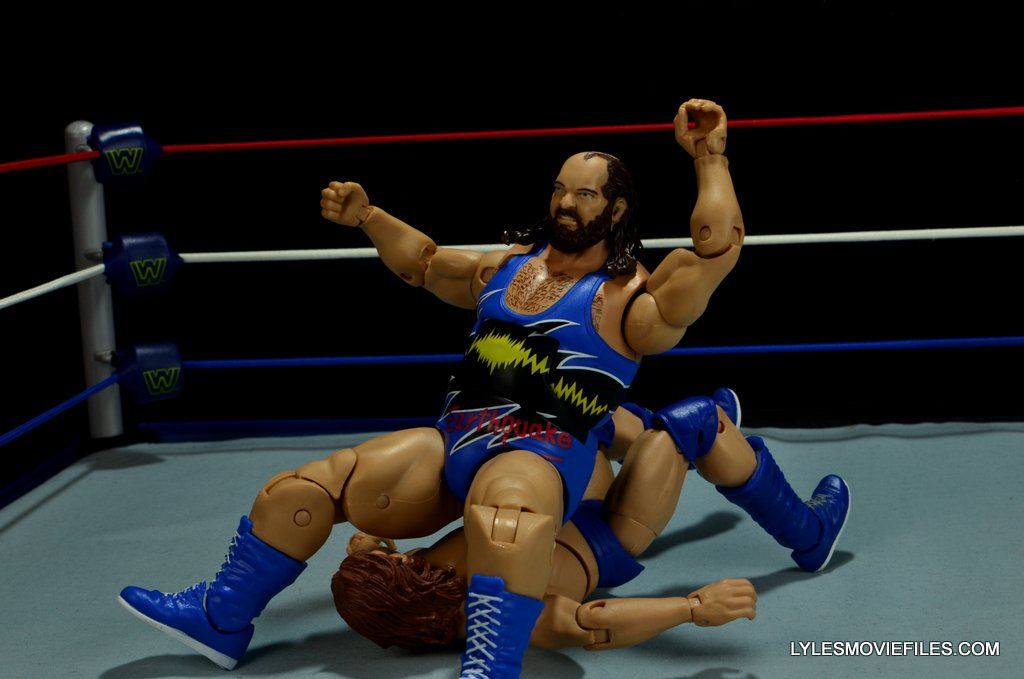 WWE Mattel Earthquake -Earthquake splash to Hacksaw Jim Duggan-001