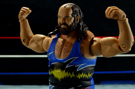 wwe-mattel-earthquake-posing-side